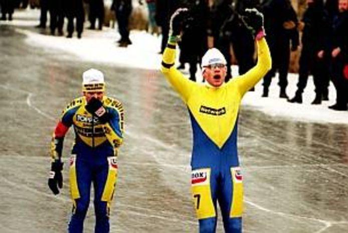 Elfstedentocht 1997: Henk Angenent juicht, Erik Hulzebosch baalt.