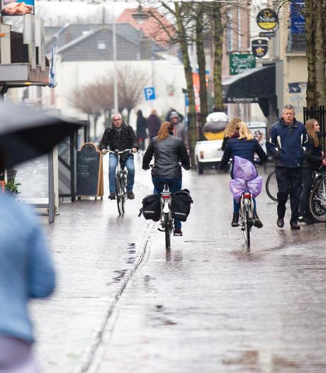 Steenwijk is gewaarschuwd: 'Niet fietsen in de winkelstraat!'