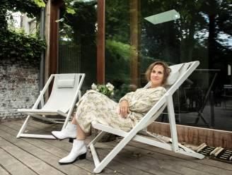 """BINNENKIJKEN. In haar stadstuin komt Veerle Dobbelaere helemaal tot rust: """"Mijn smartphone laat ik bewust binnen"""""""