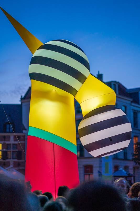 Een explosie van kleur, muziek, licht en beweging: dat is Deventer op Stelten.