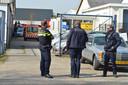 De politie en douane vielen woensdagochtend twee bedrijfspanden binnen in Wijchen