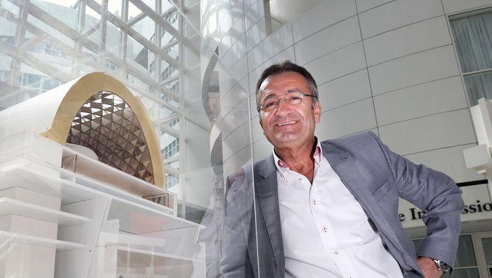 Mustafa Okcuoglu in het stadhuis, kort na zijn vertrek in 2013 uit de PvdA-fractie.