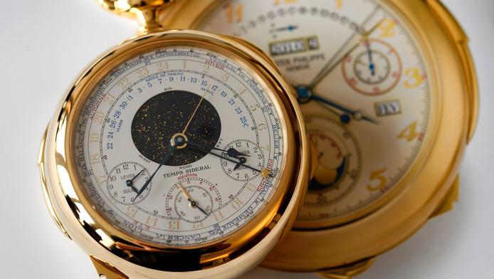 Het superhorloge heeft 33 functies die worden aangegeven met 24 wijzers, acht indicatoren en twee wijzerplaten. Na de voltooiing heeft slechts één horloge het aantal functies overtroffen: de Vacheron Constatin Ref. 57260, met 57.