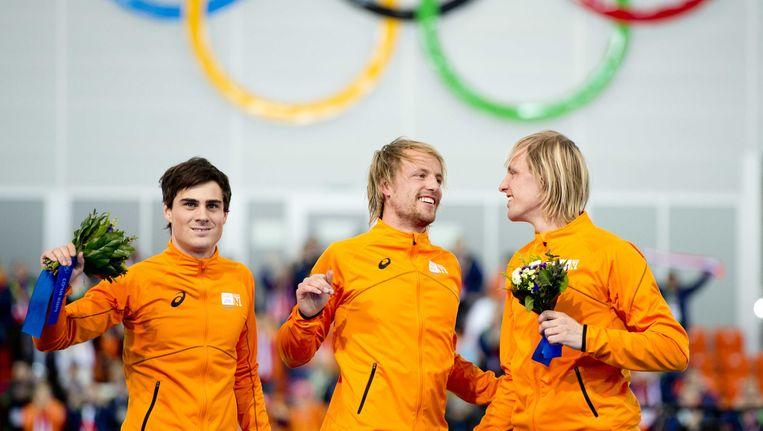 Jan Smeekens en de broertjes Mulder na de 500 meter schaatsen in Sotsji Beeld ANP