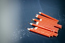 Bij de komende Kamerverkiezingen mag in veel gemeenten het rode potlood maar een keer gebruikt worden. In andere gemeenten wordt het na het potlood na het uitbrengen van elke stem telkens schoongemaakt.
