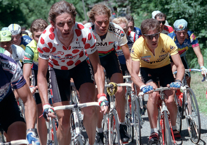 Steven Rooks (links) en Gert-Jan Theunisse tijdens de Tour de France van 1988.