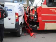 Botsing tussen tram 1 en bestelbusje in Delft: tramlijn enige tijd gestremd