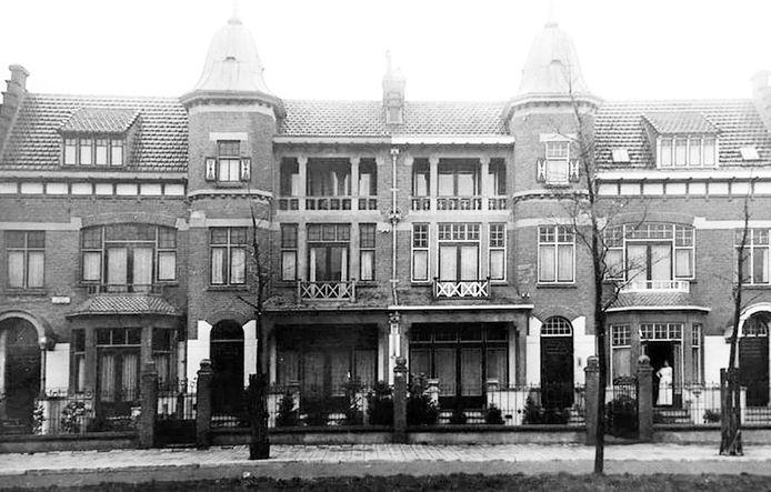 De huizen van Jorissen en Kloppert aan de Oranjelaan kort na de bouw in 1912.