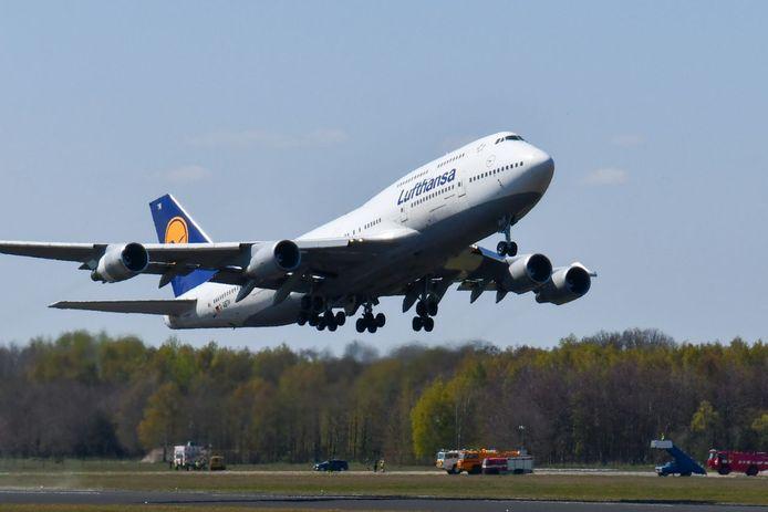 Online geplaatst Iets voor twee uur vertrok de Boeing van Twente Airport.