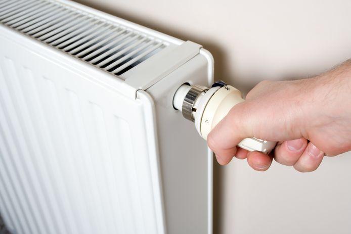 Omdat het vannacht koud wordt, doen veel mensen voor het eerst de verwarming weer aan.