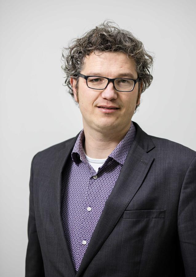 GroenLinks-lijsttrekker Arjen Kapteijns wil pas met De Mos om de formatietafel als hij openheid geeft over donateurs en partijfinanciën.