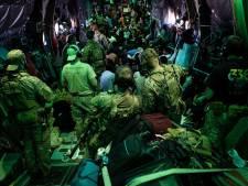 Kabinet dacht dat klein clubje Nederlanders in Kaboel was, 21.000 Afghanen willen naar Nederland