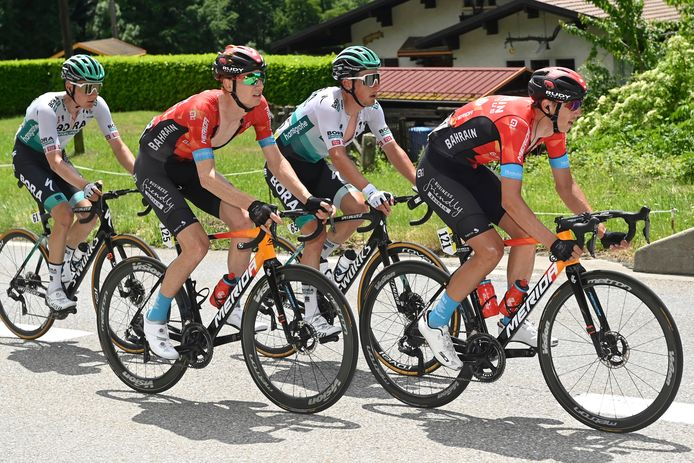 Dylan Teuns (rechts) draaide warm voor de Tour in het Critérium du Dauphiné.