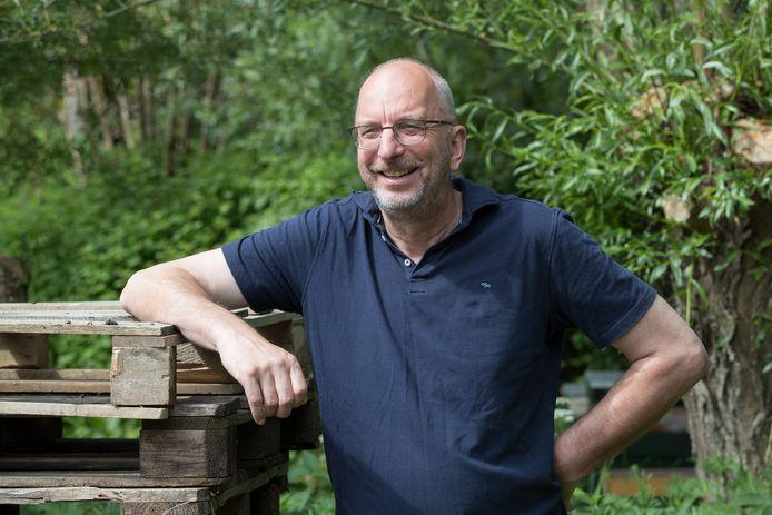 Henric van Dijk gaat de komende jaren een zintuigenpad bouwen bij woon-werkgemeenschap Overkempe in Olst.