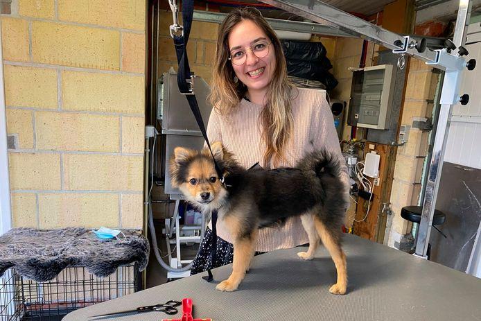 Alexandra Breyne startte een eigen hondentrimsalon.