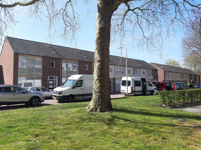 Bij het huis aan de Bieslookweg heeft de politie en de brandweer de hele ochtend onderzoek gedaan.