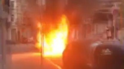 VIDEO. Bestelwagen gaat volledig in vlammen op in Sint-Gillis