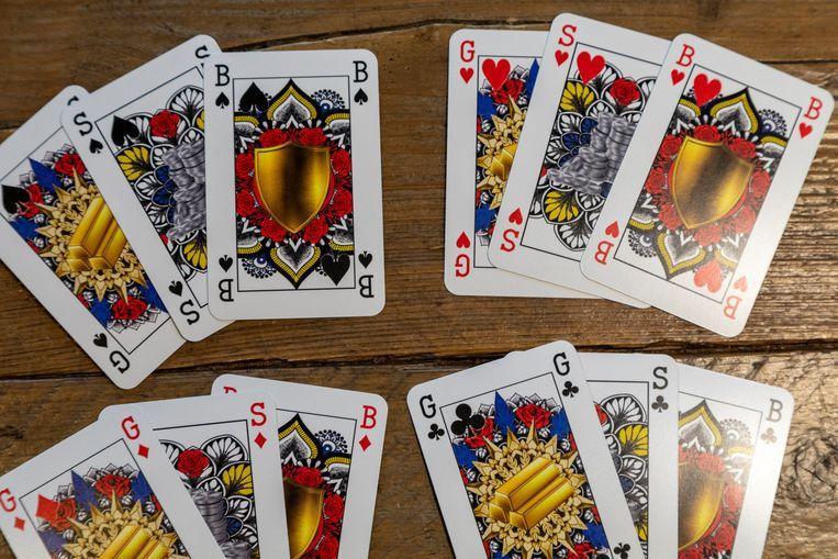 De goud, zilver en bronzen kaarten die Indy Mellink ontwierp ter vervanging van de heer, dame en de boer Beeld Marco Okhuizen
