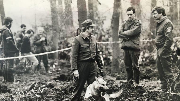 Een bosperceel in Boekelo wordt doorzocht, op zoek naar het lichaam van Jatti. Beeld Gemeente Hengelo