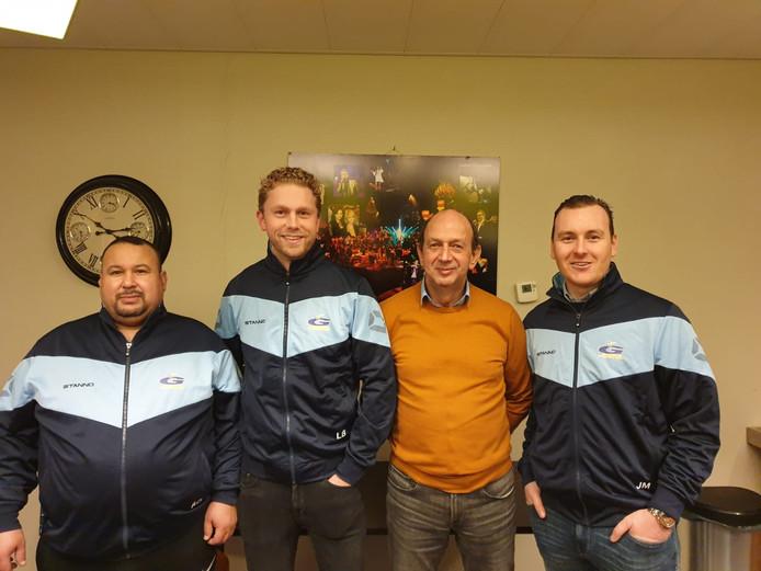 Vanaf links: assistent-coach Abdelhafid Ouzalah, hoofdtrainer Luuc Bonnema, voorzitter Herman Brugmans en assistent-coach Bas Santema.