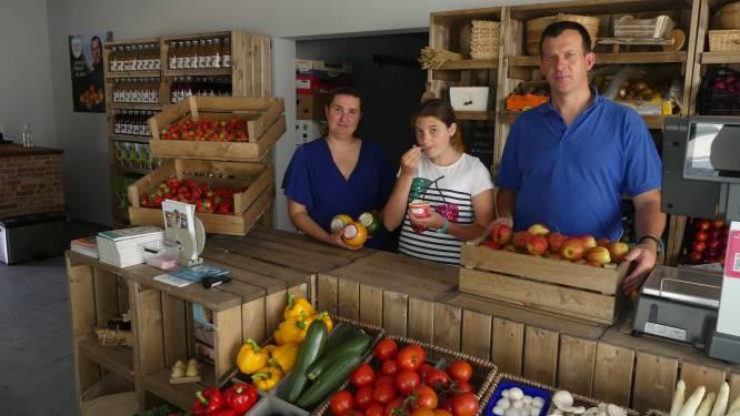"""Familie Cocquyt opent nieuwe hoevewinkel: """"Toeristen zijn welkom voor een sapje van eigen kweek met zicht op de boomgaard"""""""