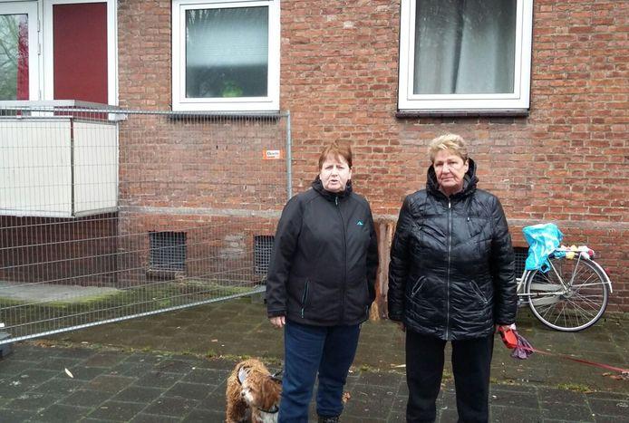 Tiny van den Elshout en Wil Huddekens (r). Verbolgen omdat ze de nieuwsbrief niet hadden gezien.