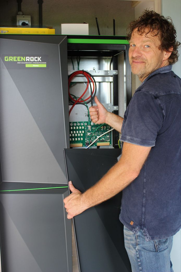 Na vijf jaar heeft Eric Beumer uit Deventer eindelijk een batterij om zonne-energie in op te slaan verkocht.