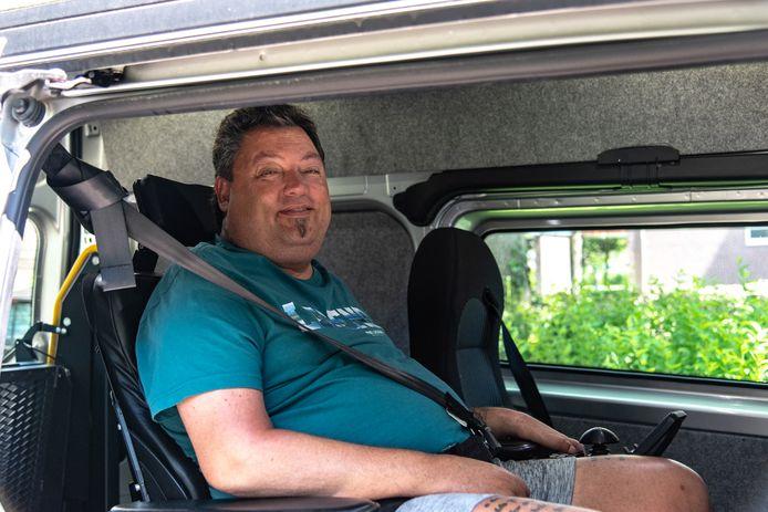 Karo is hoopvol dat hij een nieuwe rolstoelbus bij elkaar kan crowdfunden. ,,Ik zal blijven strijden tot het me gelukt is: never give up.''