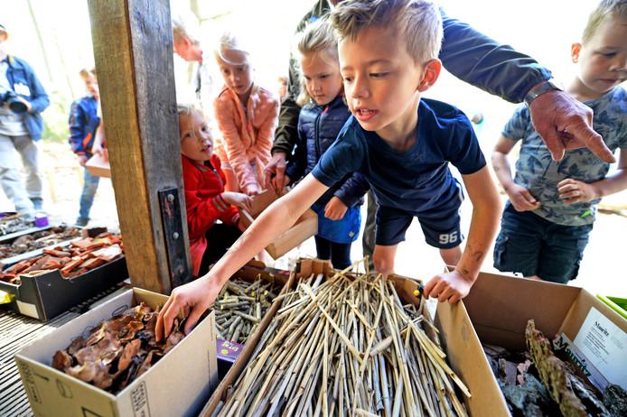 Een workshop insectenhotel maken voor kinderen van kinderopvang Bloesem.