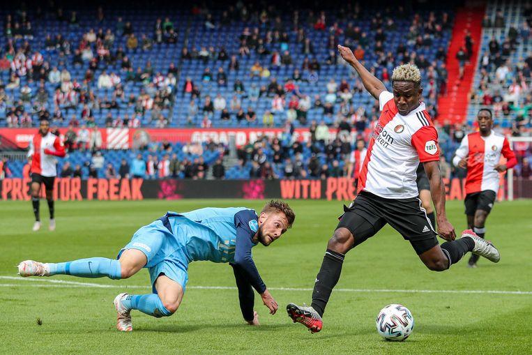 Luis Sinisterra (rechts) scoort de 1-0 tegen FC Utrecht in de 25ste minuut. Beeld EPA