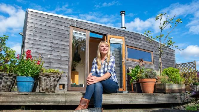 Tiny house-pionier Marjolein heeft gewild plekje in de Olstergaard binnen: 'Ik heb er zoveel zin in'