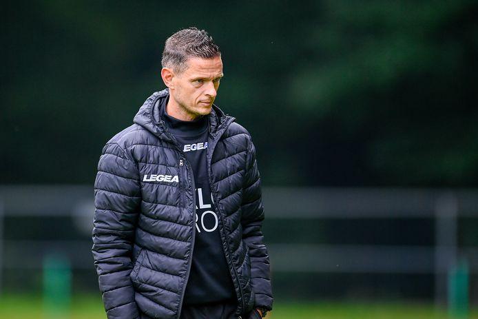 NEC-trainer Rogier Meijer zag zijn ploeg met 5-4 verliezen van VfL Bochum.