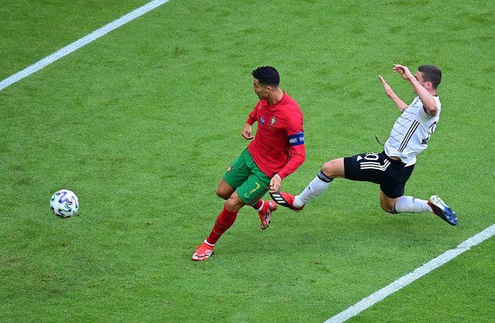 Ronaldo schiet de 1-0 binnen, Gosens komt net te laat. Nadien had de Duitser het laatste woord.