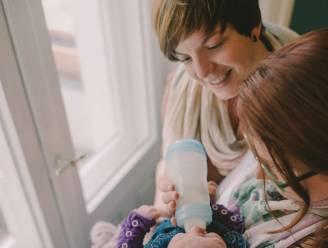 OPROEP. NINA zoekt niet-conventionele koppels die willen getuigen over borst- of flesvoeding