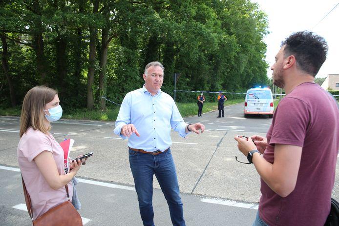 Burgemeester Johan Tollenaere deed z'n verhaal zondagnamiddag aan de pers.