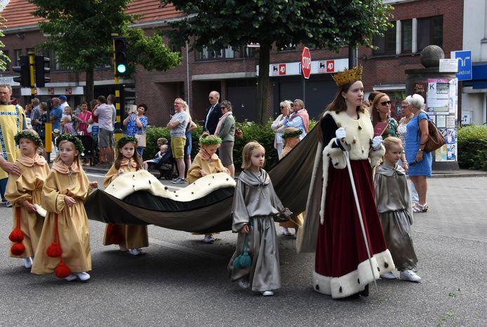 Sint Katharina, beschermheilige van Hoogstraten, in de processie.