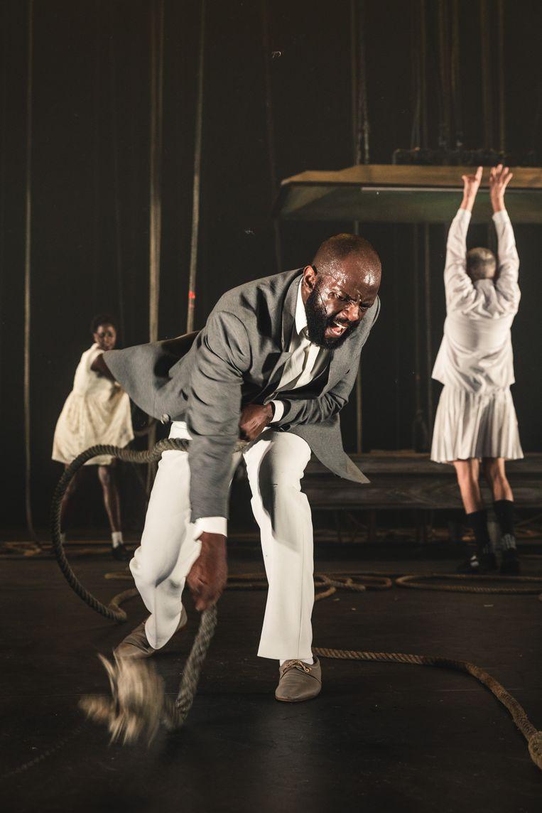 Nganji Mutiri in 'Black: The Sorrows of Belgium I: Congo' van Luk Perceval (NTGent). Beeld Michiel Devijver
