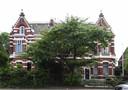 Casa Cara en Villa Anna zijn Rijksmonumenten, samen worden ze een boetiekhotel. Aan de achterkant - de Burgemeester Brokxlaan, vanaf dan de voorkant - komt waarschijnlijk een paviljoen te staan als entree.