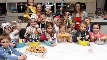Kinderen maken een paashaaspudding