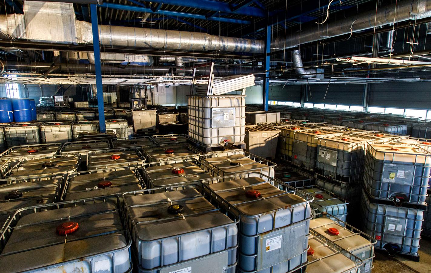 De illegale opslag van gevaarlijk chemisch afval in de loods aan de Lagedijk in Helmond.