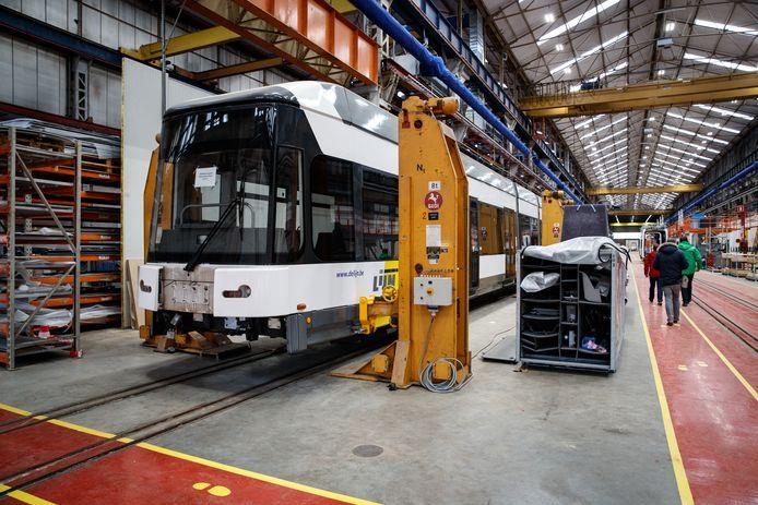 Bombardier in Brugge maakt treinen en trams.