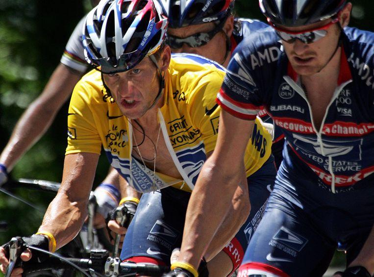 Armstrong en Landis in betere tijden, tijdens de Tour van 2004. Beeld AFP