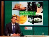 Als minister smijt Wopke Hoekstra met miljarden, maar weet hij wat een kilo bananen kost?