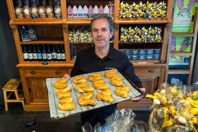 Bakker Johan van Voorthuizen met zijn Haantje Pik . dgfoto. Foto: Gerard Burgers