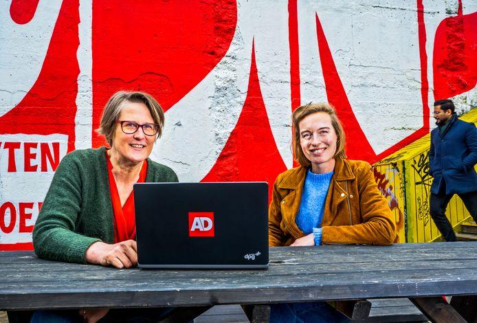 Cathérine van der Linden (links) en Liselotte Idema beheren de reacties op de site.