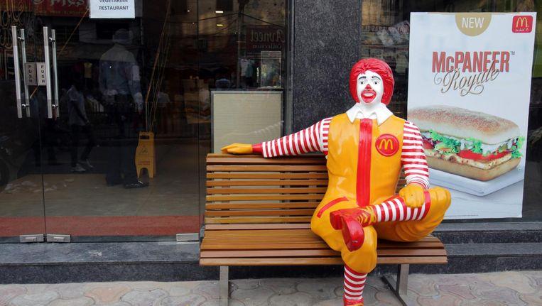 Het eerste vegetarische restaurant van McDonald's staat ook in India: deze zaak opende in 2014 bij de heiligste der Sikh-tempels in Amritsar. Beeld epa