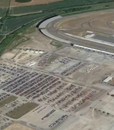 Un ancien circuit de course transformé en parking pour les voitures inutilisées