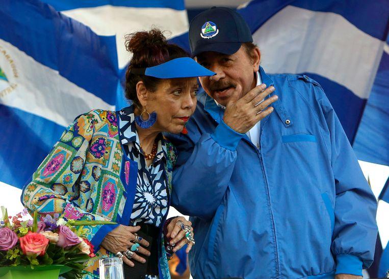 President Daniel Ortega en zijn vrouw Rosario Murillo. Beeld AP
