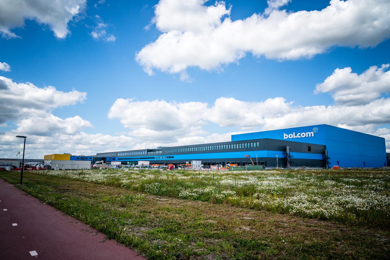 De Brabantse politiek wil meer grip op de groei van het aantal logistieke centra, zoals hier in Waalwijk.