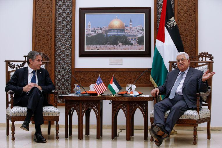 Palestijns president Mahmoud Abbas ontvangt VS-buitenlandminister Anthony Blinken in Ramallah.  Beeld AP
